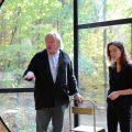 スティーブン・ホールによるニューヨーク州・ラインベックのゲストハウス。ベン図をコンセプトに球が交差する空間を探求した。自身が建物を解説する約6分の動画